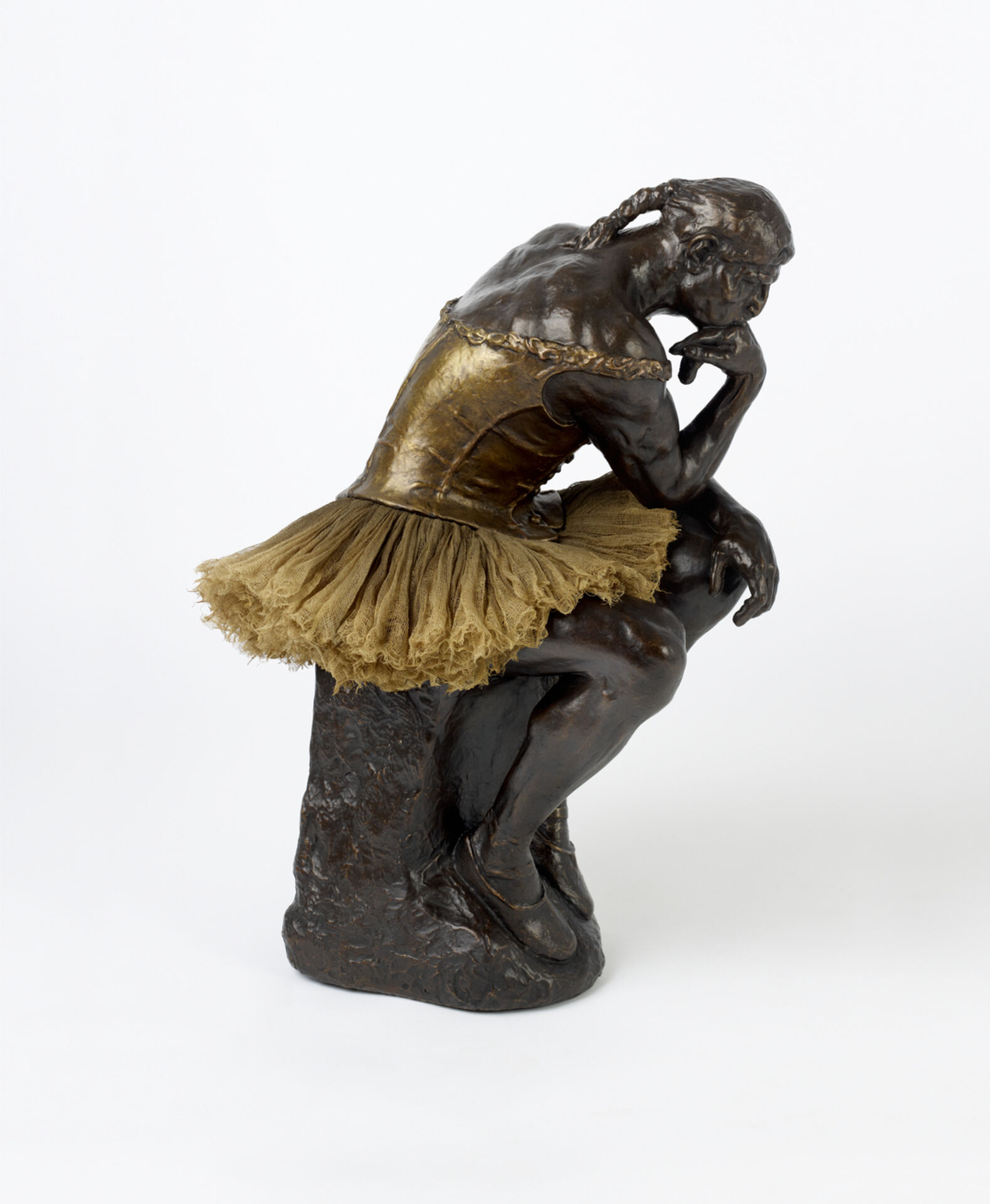 Nancy Fouts, Tänkaren (efter Rodin/Degas), 2014. Brons och florstyg. Nancy Fouts' Private Collection. © Nancy Fouts. Photo: Dominic Lee.